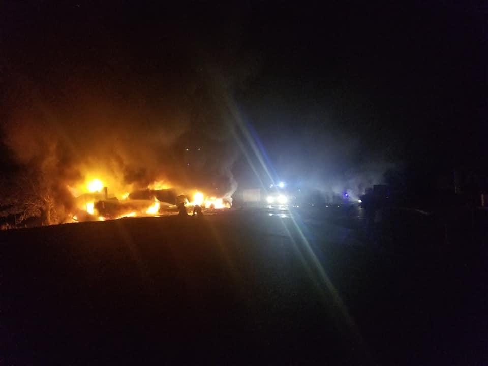 NEWS ALERT // FOTO: Traseul Chișinău -Soroca temporar închis din cauza unor camioane incendiate