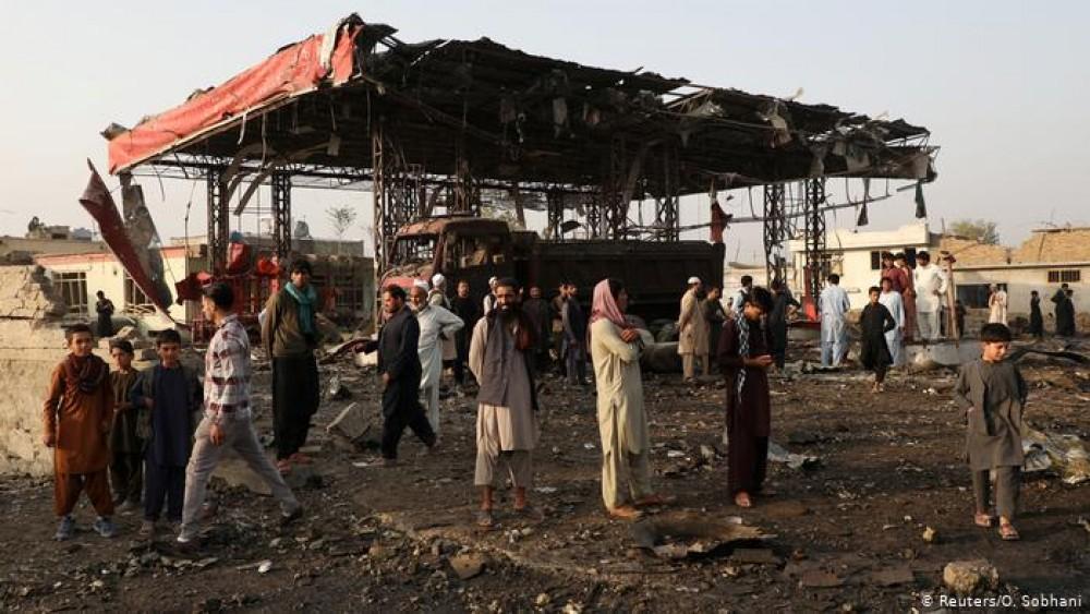 Zeci de morţi şi răniţi într-un atac asupra unei pieţe din Afganistan