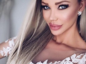 """Bianca Drăgușanul și-a ȘOCAT urmăritorii. Vedeta a """"aruncat"""" hainele de pe ea și a pozat goală în dormitor"""