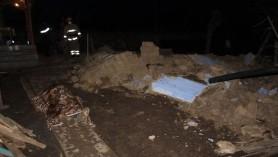 Tragedie la Nisporeni. Un bărbat a decedat iar altul în stare gravă la spital după ce un perete a căzut peste aceștia