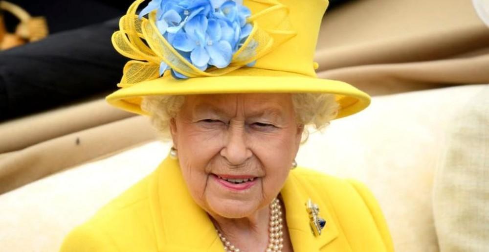 """""""Are dreptul de a lua copilul cuiva."""" 9 reguli pe care Regina Elisabeta poate să le încalce când vrea"""