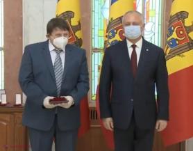 Ex-Ministru al Sănătății: În locul paradei electorale cu ordine, medalii și diplome, ar fi mai potrivită o asigurare bună cu echipamente de protecție