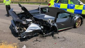 Lamborghini nou, de peste 200.000 de euro, distrus într-un accident, la 20 de minute după ce a fost cumpărat