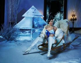 FOTO // Rihanna îl așteaptă pe Moș Crăciun în lenjerie intimă