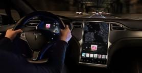 Tesla va trebui să cheme în service 158.000 de mașini pentru probleme la touchscreen