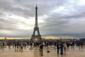 Alertă cu BOMBĂ în Franța: A fost găsită o geantă cu muniție lângă turnul Eiffel