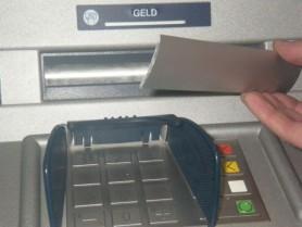 Doi ucraineni au fost reținuți pe teritoriul Republicii Moldova, după ce ar fi furat bani din mai multe bancomate