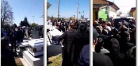 O înmormântare transmisă live pe Facebook a adus poliția la cimitir. Familia decedatului a fost amendată