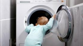 Un copil a murit, după ce a fost descoperit într-o mașină de spălat, aflată în funcțiune