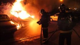 Incendiu la Durlești. Un automobil a ars, iar altul a fost afectat parțial