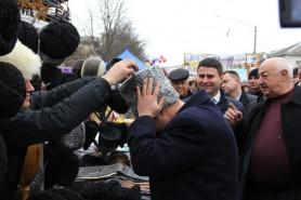 Ziua Portului Popular: Igor Dodon îndeamnă moldovenii să poarte căciule de cârlan