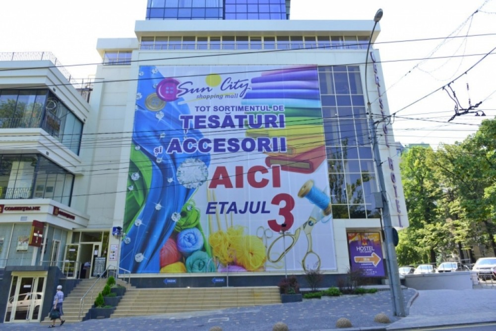 Agenții economici care amplasează publicitate pe fațadele clădirilor trebuie să-și coordoneze acțiunile cu municipalitatea