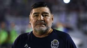 FOTO // Diego Maradona a fost externat. Prima poză cu argentinianul după ce a fost operat pe creier