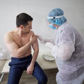 Președintele Ucrainei Volodymir Zelenski a fost vaccinat împotriva COVID-19