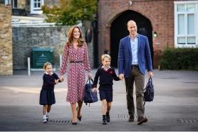 Ducii de Cambridge au publicat fotografii cu prinţesa Charlotte care duce de mâncare persoanelor izolate