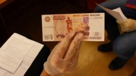 Doi moldoveni denunțați în Rusia de o prostituată plătită cu bani falși. Tinerii mai cumpărase VIAGRA și un IPhone
